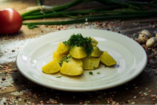 Картофель молодой с зеленью