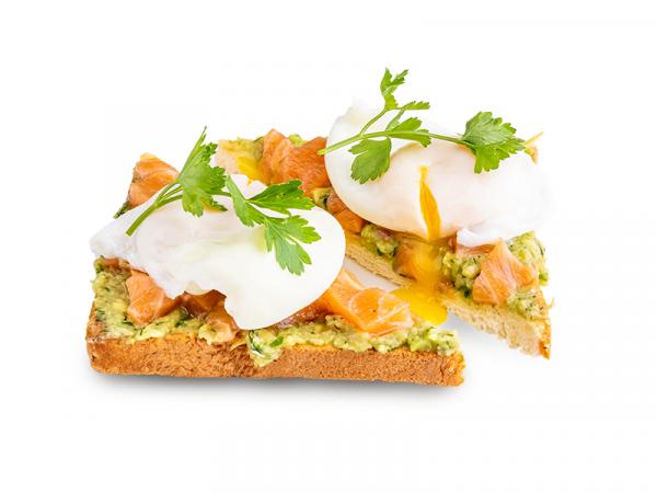 Авокадо тост с яйцом пашот и лососем