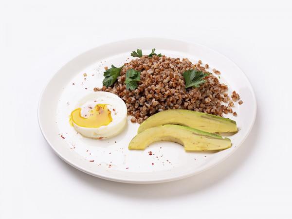 Гречневая каша  с авокадо и яйцом пашот