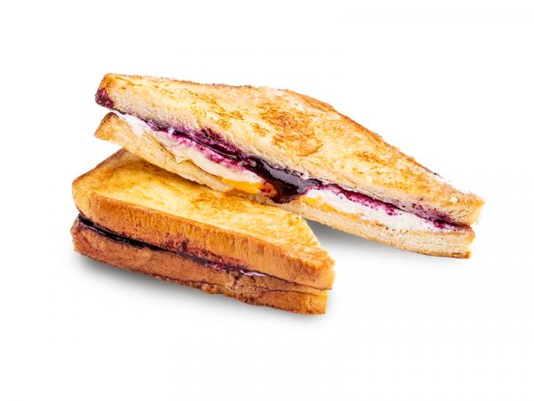 Французский тост с черничным  кремом и чеддером