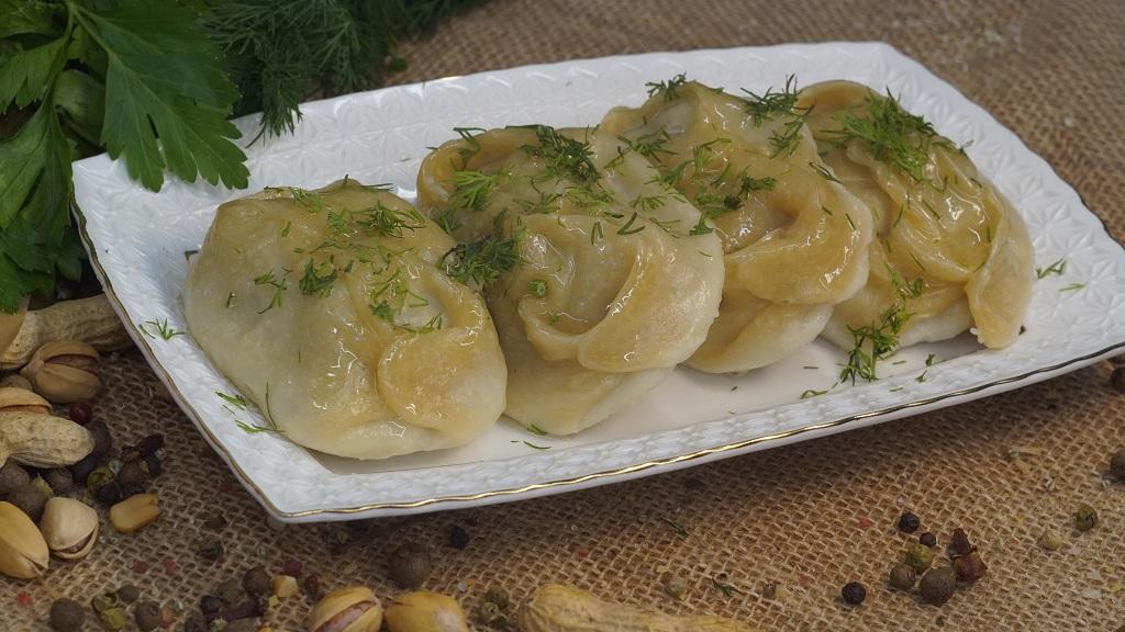 Манты мясо-картофельные отварные