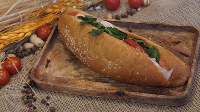 Сэндвич с курицей копчёной 250 г