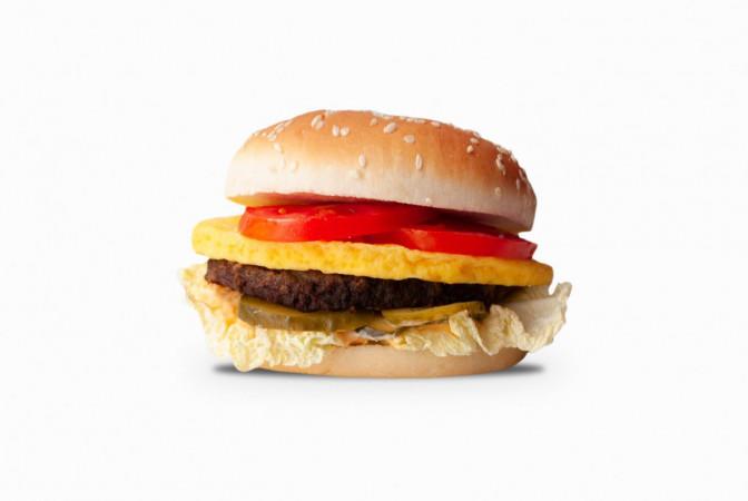 Гамбургер с омлетом