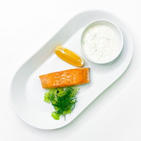 Стейк лосося с соусом Тартар