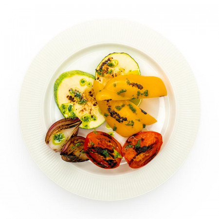 Овощи-гриль в соусе песто