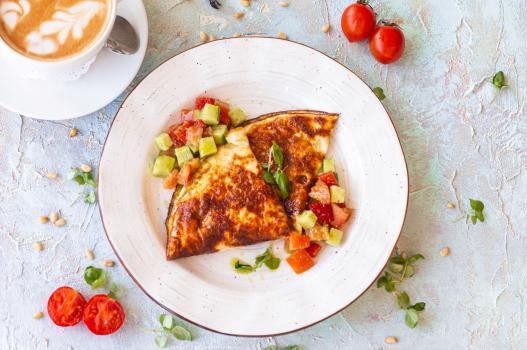 Омлет с тар-таром из овощей