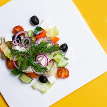 Греческий салат + второй салат в подарок