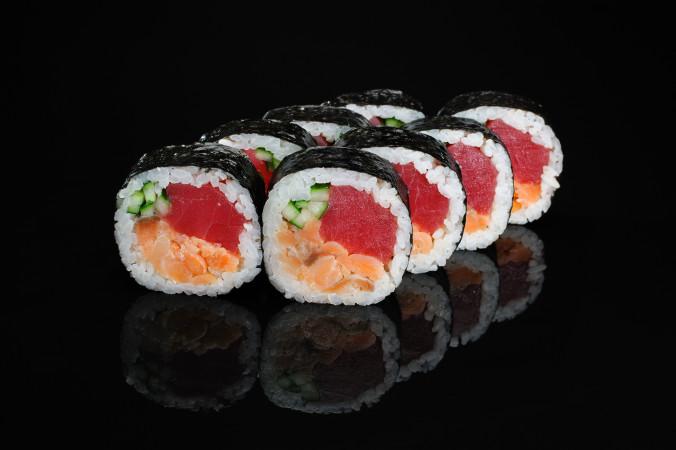 Сакура с копченым лососем