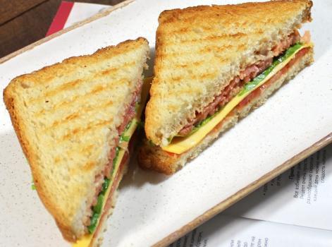 сендвич с лососем на завтрак