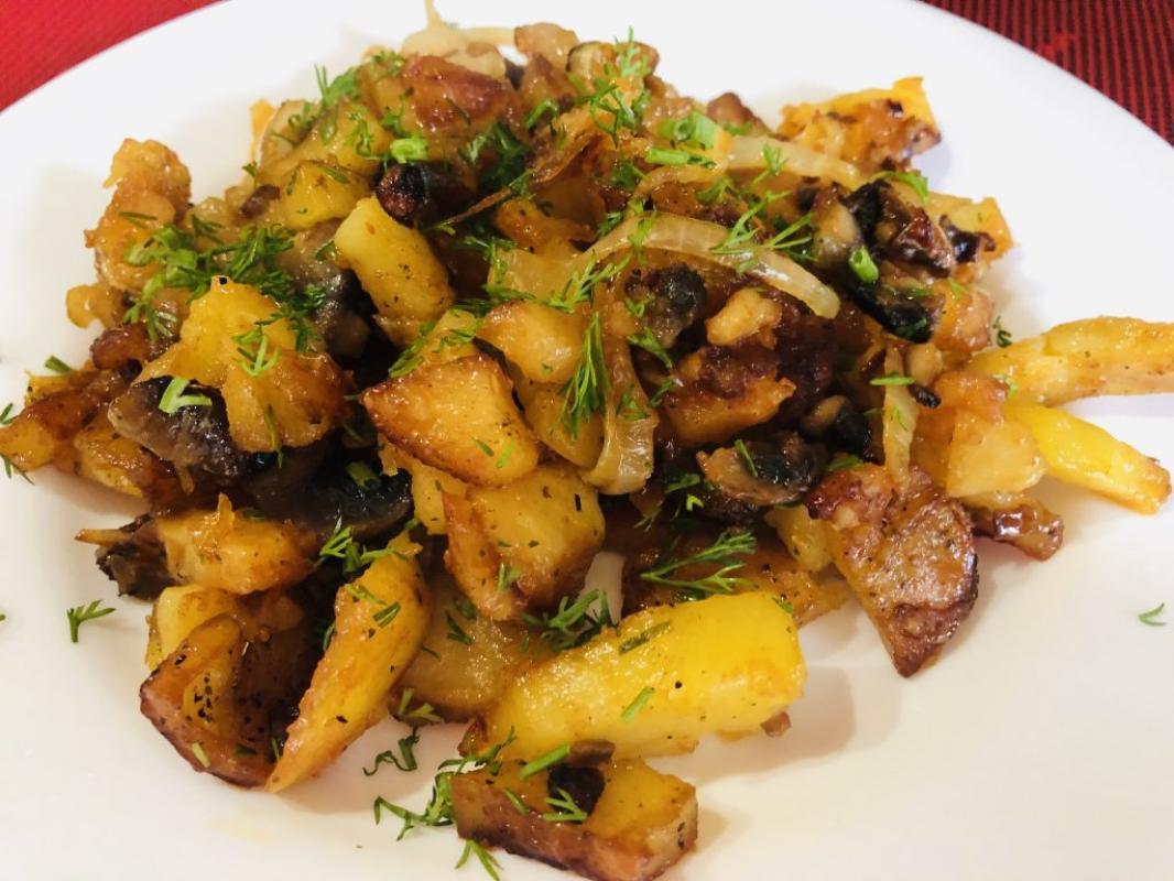 Картофель по-тайски с шампиньонами