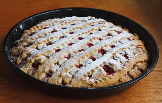 Сладкий пирог с джемом
