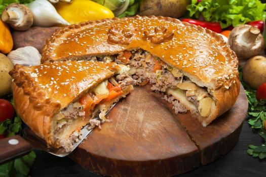Пирог с фаршем и шампиньонами.