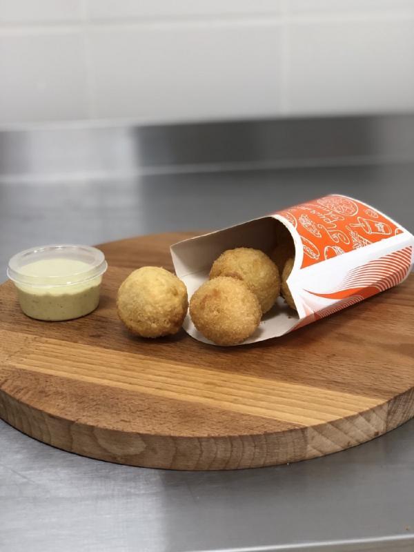 Сырные шарики (соус на выбор)