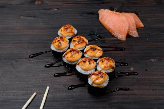 запечённый маки с лососем