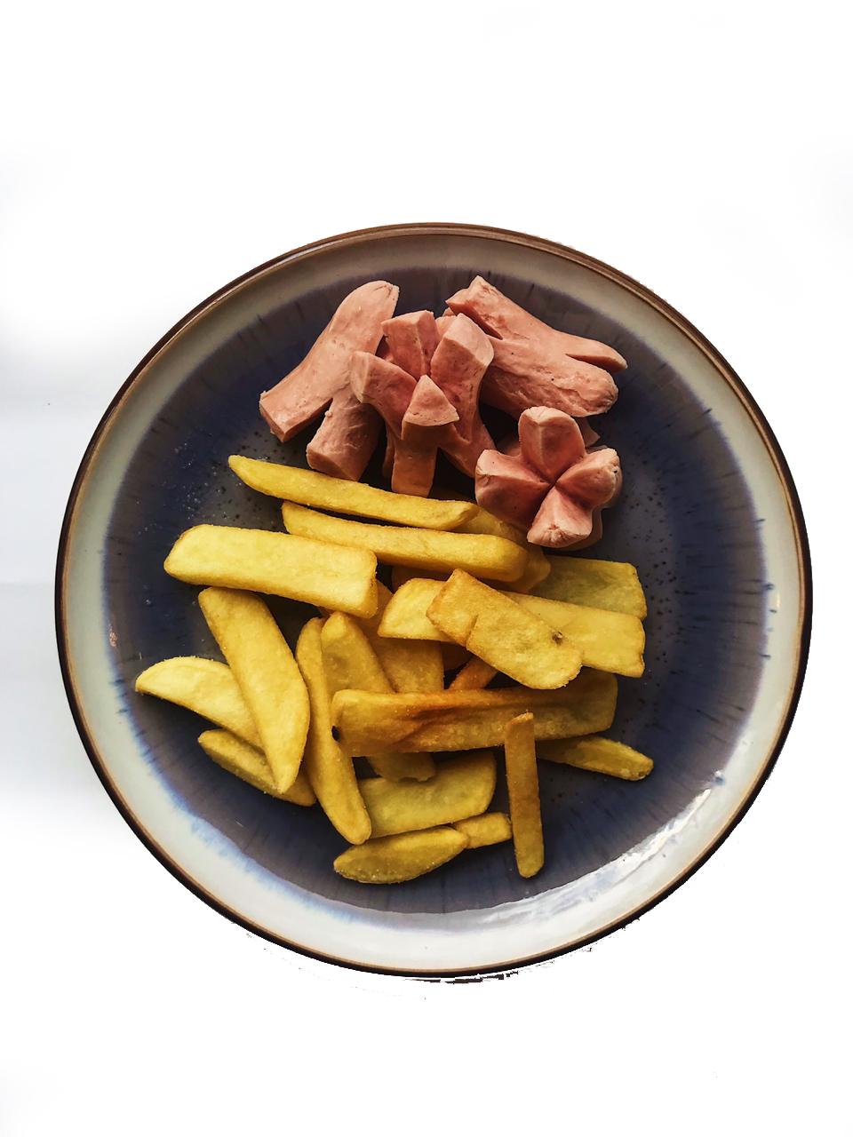 Картофель фри с молочными колбасками