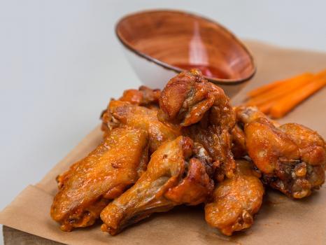 жареные куриные крылья