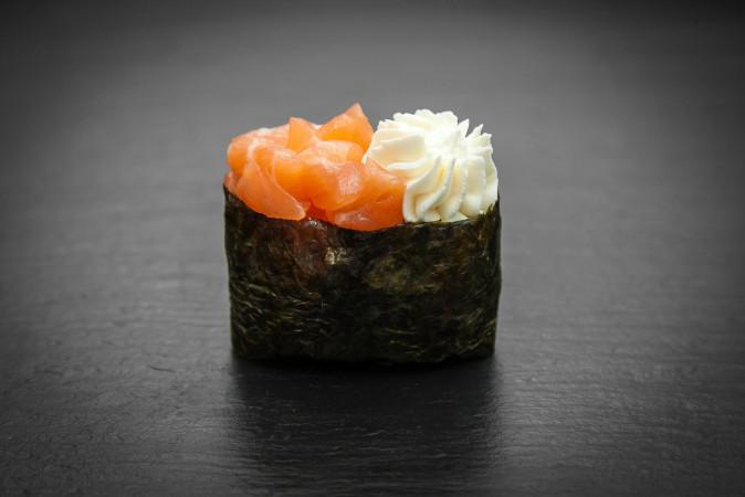 суши сливочный лосось
