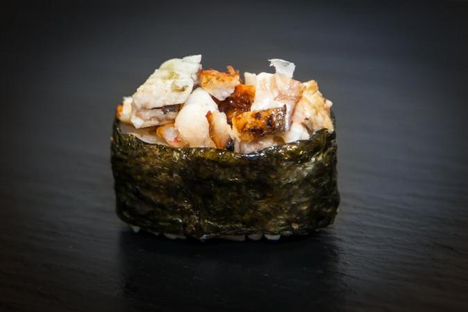 суши острый угорь