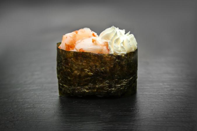 суши сливочная креветка