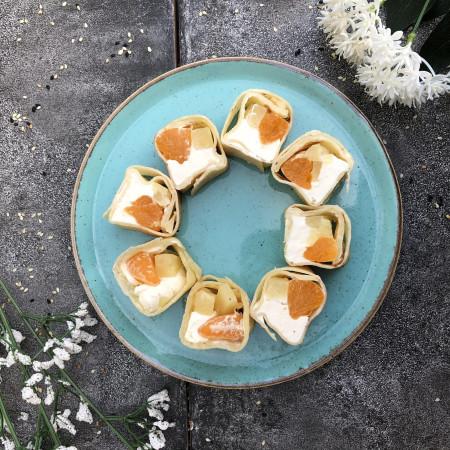 кокосовый ролл с ананасом и мандарином