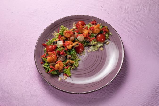 Салат с дарами моря