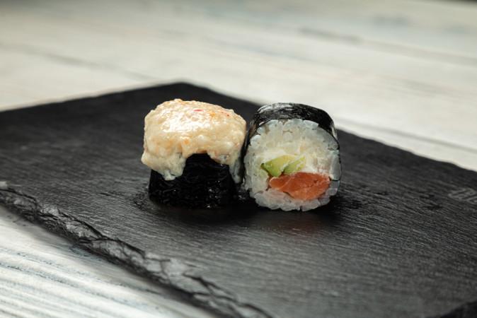 Ролл запеченный с лососем х/к