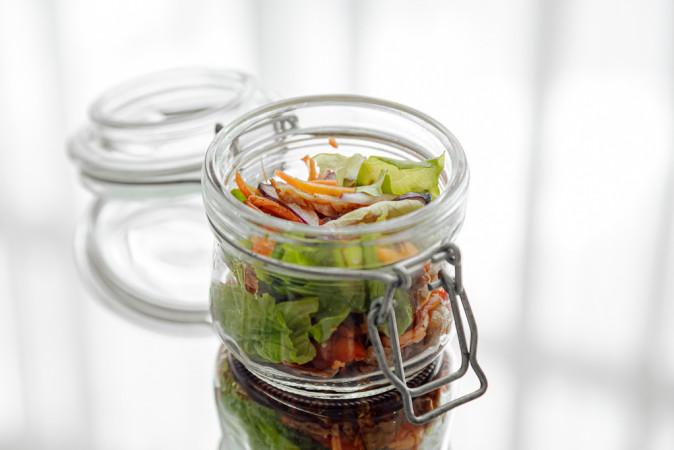 Салат с курицей и острой морковью