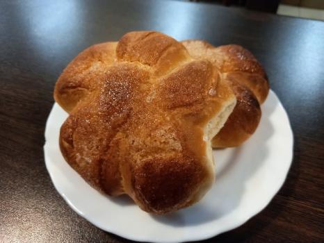 Домашняя булочка с сахаром