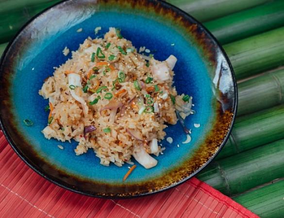 вок рис с кальмаром в устричном соусе