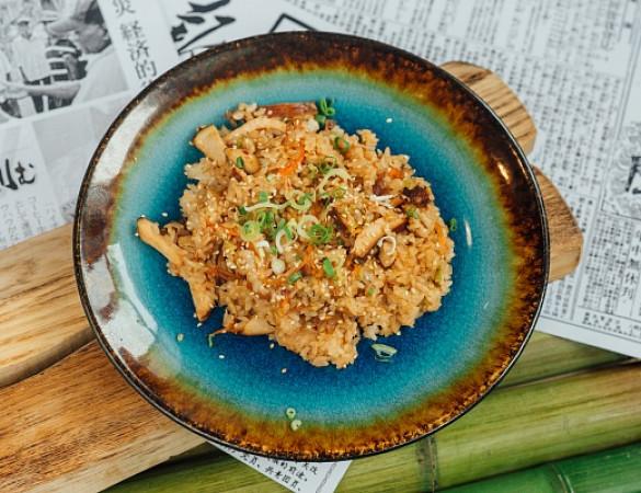 вок рис с курицей в соусе терияки
