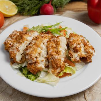 Микс-салат с куриным шницелем