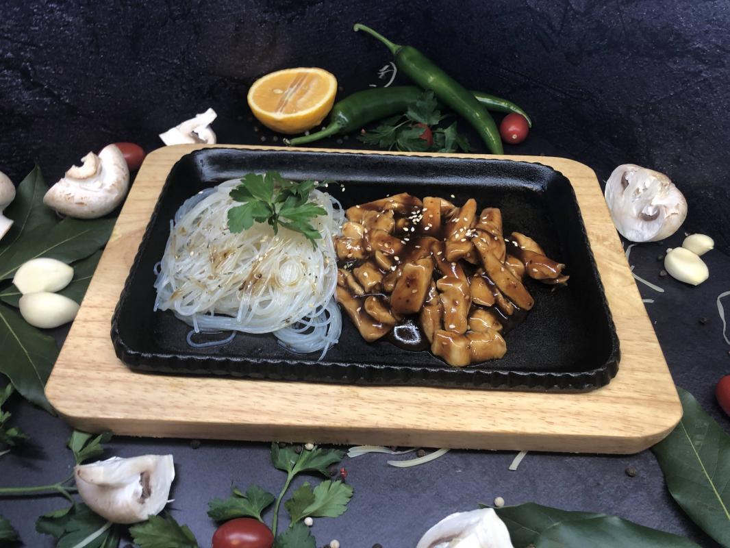 Блюдо №303 Свинина в соусе терияки BBQ  с гарниром