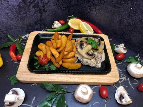 Блюдо №301 Говядина алюмет c грибами в сливочном соусе с гарниром