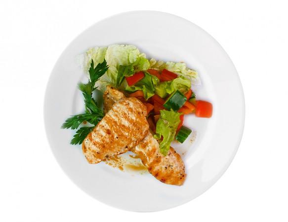 Куриная грудка- гриль со свежими  овощами 90/100 г
